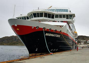 MS Midnatsol der Hurtigruten in Torvik