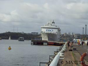 MS Pacific Sun in Sydney in Darling Harbour